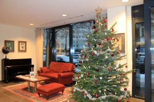 Christmas tree in the entrance area of the Avicenna Clinic